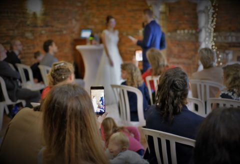Très beau mariage intime avec cérémonie laïque à Gembloux.