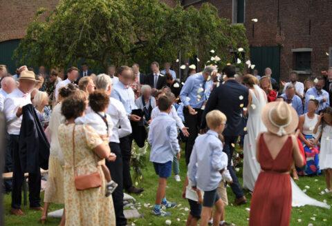 Magnifique mariage avec cérémonie laïque à la Ferme de la Hove, Le Roeulx